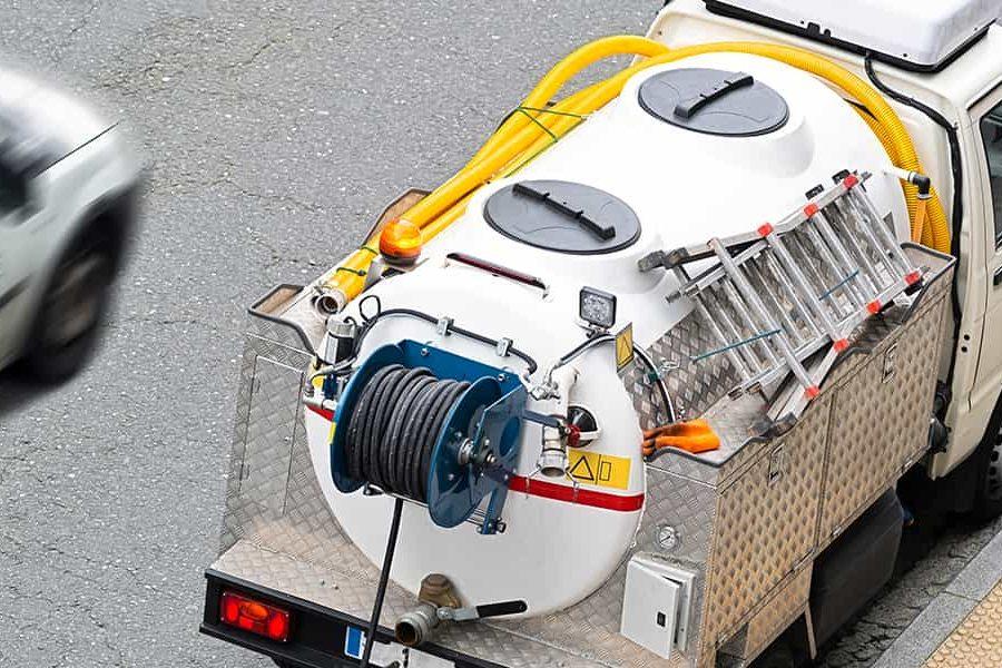Le camion hydrocureur, l'arme fatale contre les bouchons de canalisations !