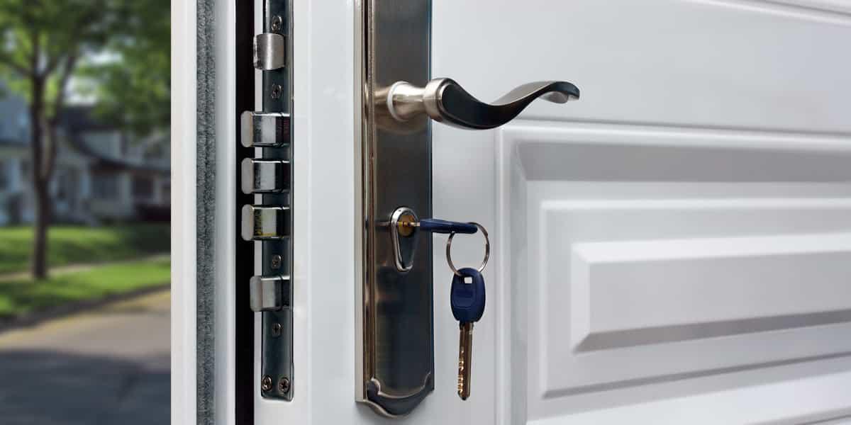 Comment réparer une porte affaissée ?