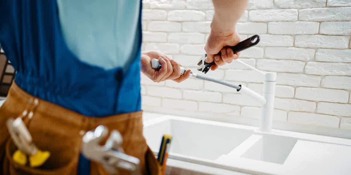 Des plombiers différents pour chaque installation à effectuer