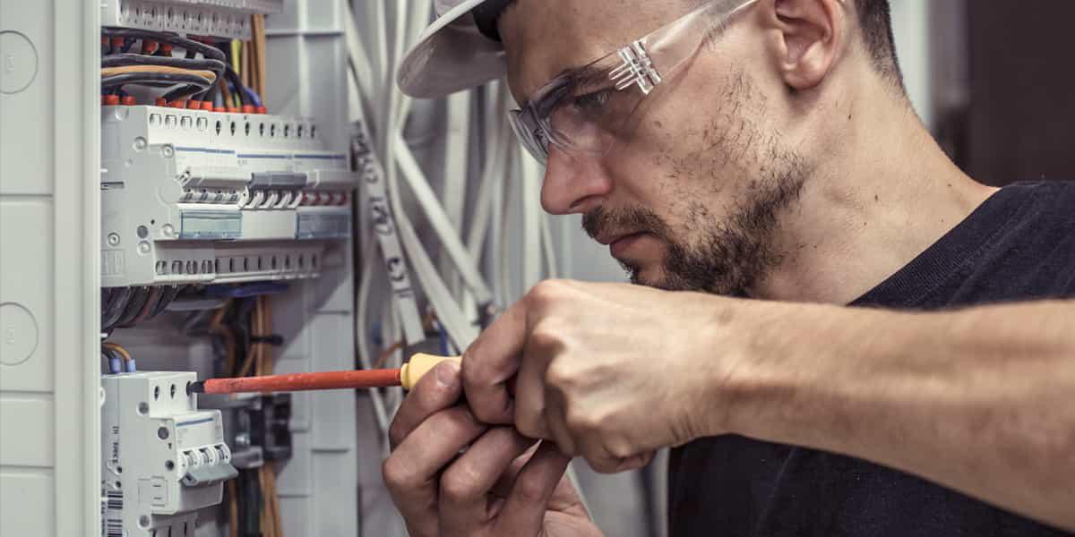 SOS électricien pour dépannage électrique disponible 24h/7j